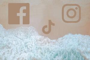 loghi di facebook tiktok e instagram sulla spiaggia con mare
